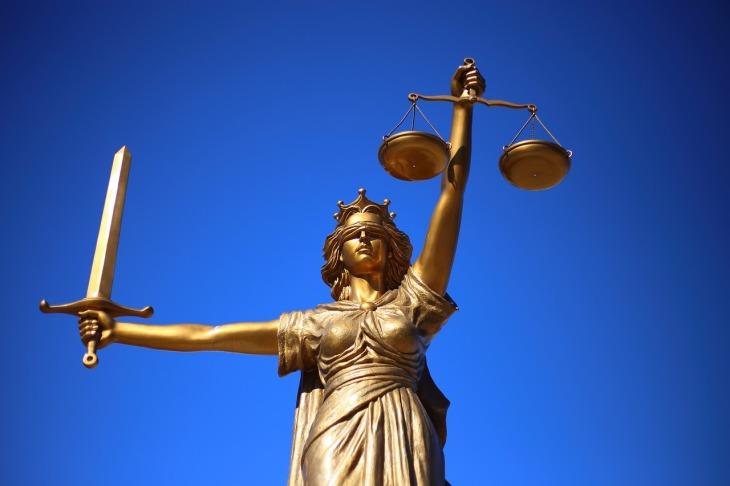 justice-2060093_1280(2)