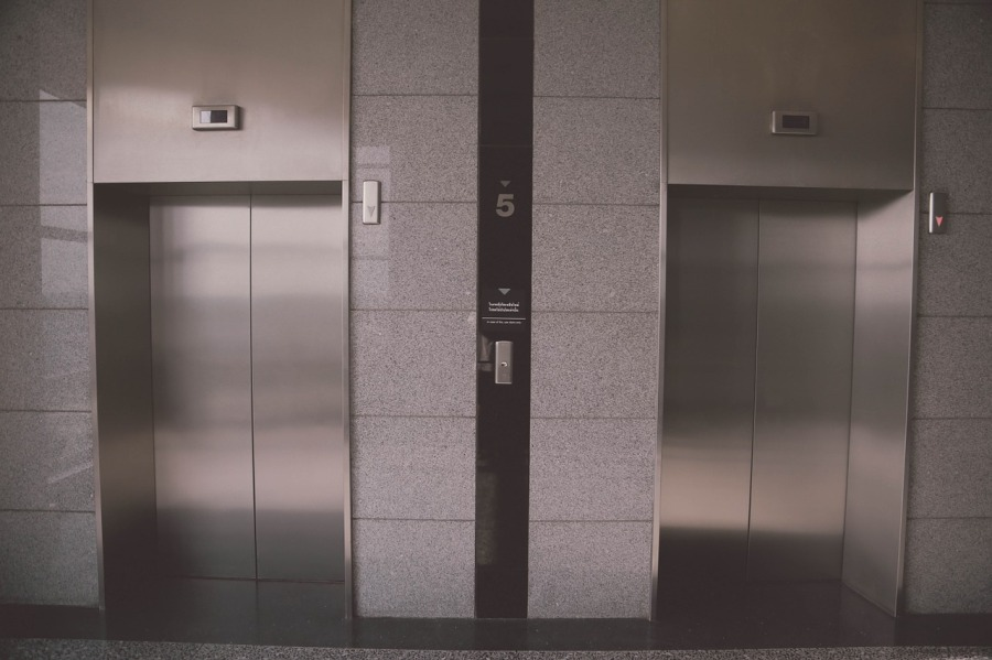 Résidence immobilière, ascenseur en panne que faire?